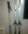 Хорошие беговые лыжи с креплениями и палками
