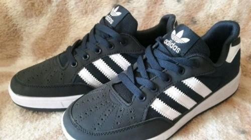 Черные джинсы и кеды мужские, кеды мужские Adidas