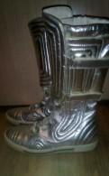 Бежевые туфли на каблуке с открытым носом, высокие кроссовки