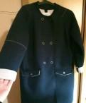 Демисезонное пальто, трикотажное платье с жабо