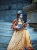 Средневековое платье золотое, распродажа зимней одежды в интернет магазине
