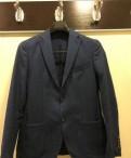 Рубашка цвета хаки и джинсы, костюм