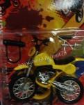 Мотоцикл со сменными колесами желтый. Игрушка