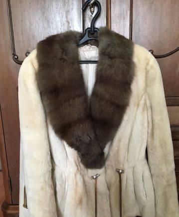 Теплые зимние костюмы для женщин для прогулок с детьми купить, шуба из стриженной норки(воротник из соболя)