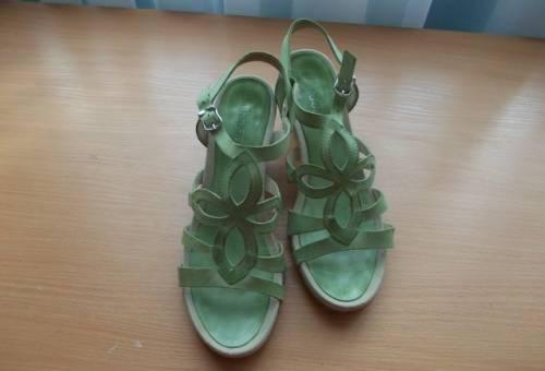 Купить лаковые туфли на низком ходу, босоножки Gabor
