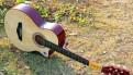 Акустическая гитара с вырезом