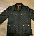 Черная футболка с принтом зефирок, куртка Superdry