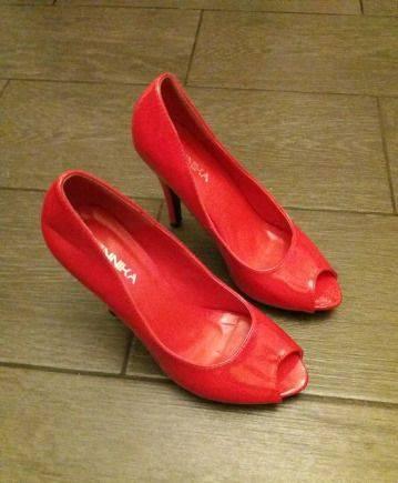 Туфли красный лак, кеды vans sk8-hi
