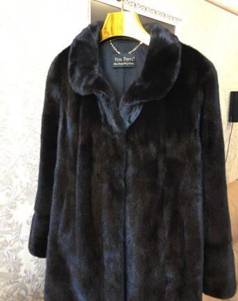 Шуба Vito ponti новая, джинсовая жилетка с черным платьем