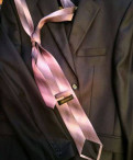 Пуховики монклер распродажа, пиджак с рубашкой и галстуком