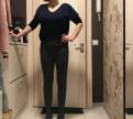 Платья с длинным рукавом и воротником, брючки-сигаретки и джинсы одной фирмы uniQlo