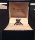 Брендовое кольцо Saxon's (платина с сапфиром)