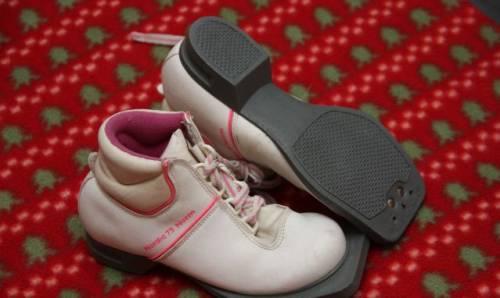 Лыжные беговые ботинки dyson р 31 (75 мм)
