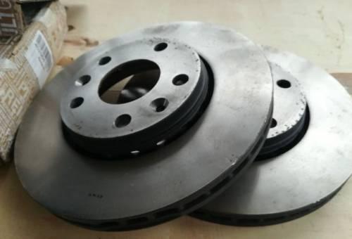 Тормозные диски передние на Дастер, амортизатор багажника mazda 626