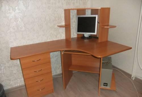 Угловой компьюторный столик