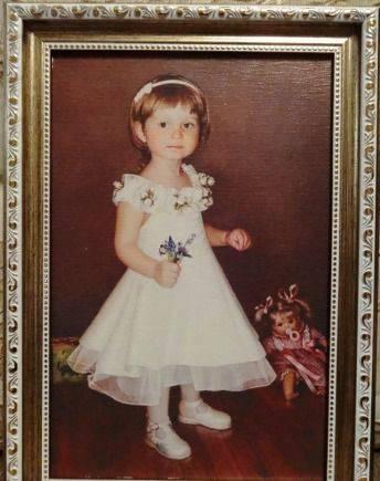 Девочка с цветочком, холст в рамке