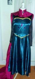 Карнавальный костюм Эльзы, норковые шубы с молнией