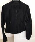 Куртка Calvin Klein Jeans, белое платье и кремовые туфли