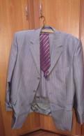 Костюм серебристого цвета, футболки с принтом футбольных команд
