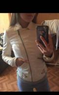 Цвета нюд туфли со свадебным платьем, куртка Zara