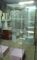 Розовая витрина из стекла с подиумом