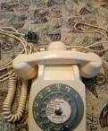 Старый телефон с дополнительным наушником