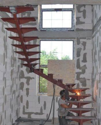 Лестница металлокаркас на монокосоуре