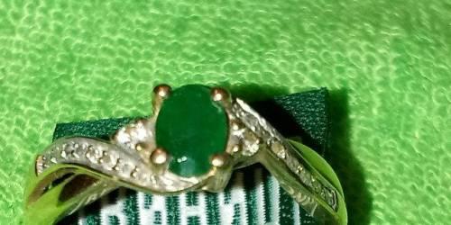 Кольцо с природным изумрудом и бриллиантами