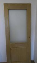 Дверь межкомнатная новая со стеклом (массив)