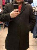Светло серые джинсы мужские, пальто облегченное