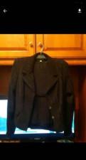 Черное платье с треугольным вырезом, костюм тройка