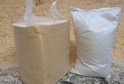 Опилки сухие стружка в Брикетах 25 кг мешках 60 л