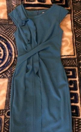 Платье-футляр Karen Millen, жилетки с мехом на рукавах