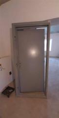 Демонтированная дверь новая